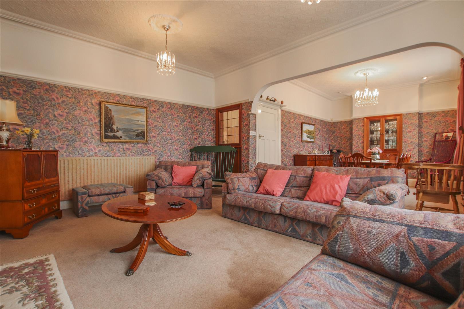 5 Bedroom Detached House For Sale - 36.JPG